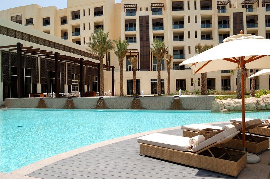 Бассейн в отеле, Абу-Даби, ОАЭ.