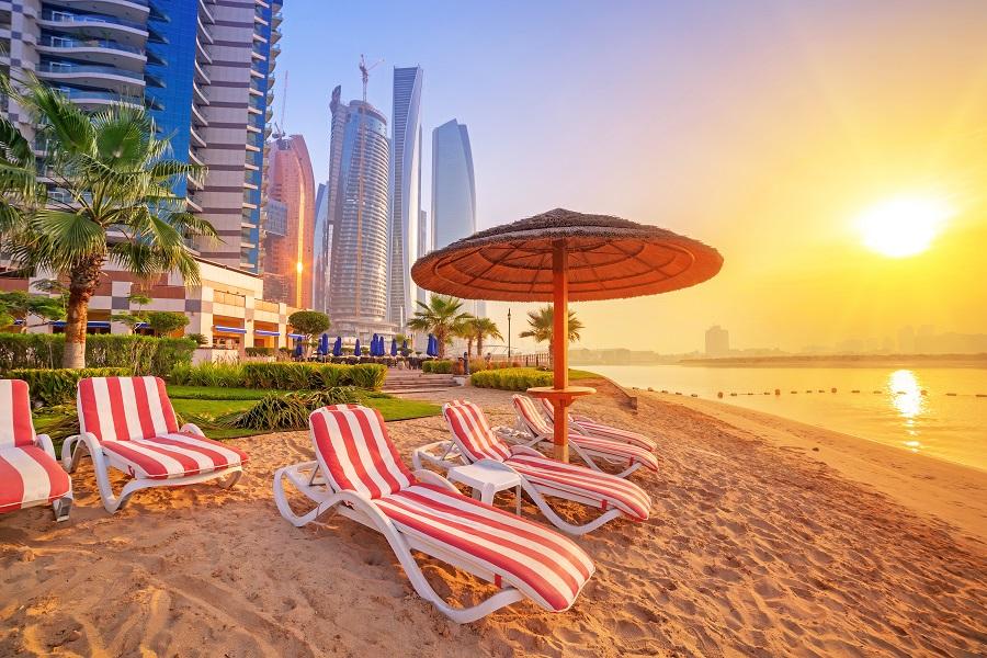 Пляж в Абу-Даби, ОАЭ.
