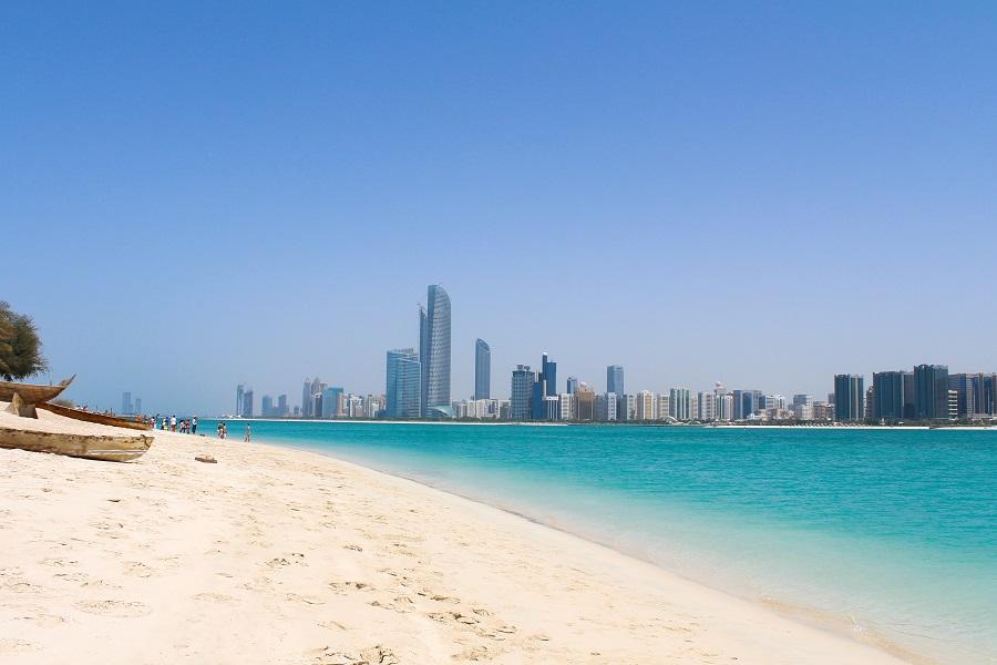 Пляж на набережной Корниш, Абу-Даби, ОАЭ.
